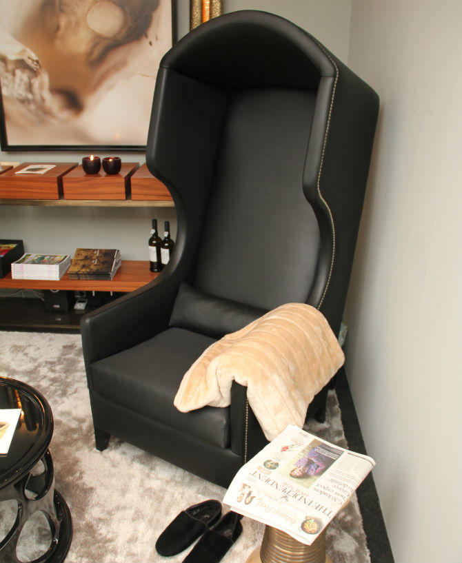 Black chair 10 Glamorous Furniture Pieces for Your Home (2) Black chair Black chair: The Most Glamorous Furniture Pieces for Your Home Black chair 10 Glamorous Furniture Pieces for Your Home 6