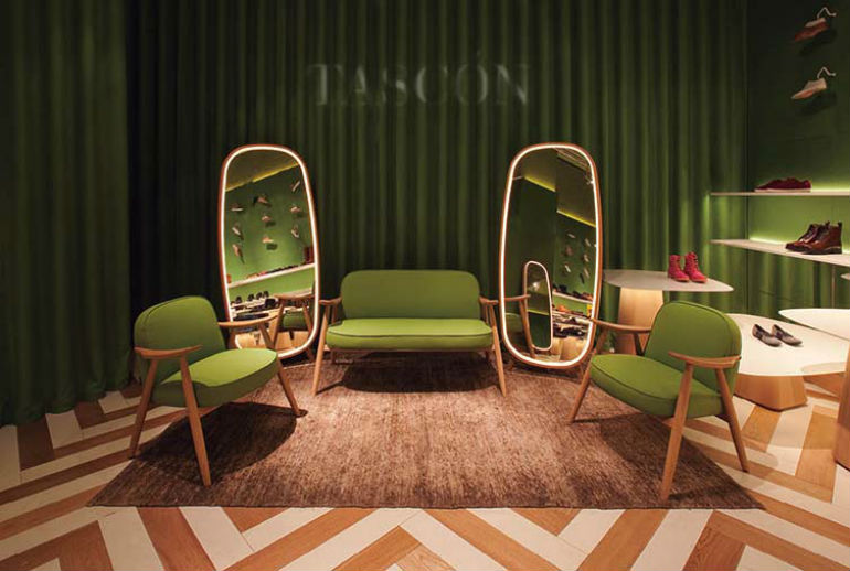 Nani Marquina Shows How To Set Contemporary Rugs With Modern Chairs modern chairs Nani Marquina Shows How To Set Contemporary Rugs With Modern Chairs Nani Marquina Shows How To Set Contemporary Rugs With Modern Chairs 3 1