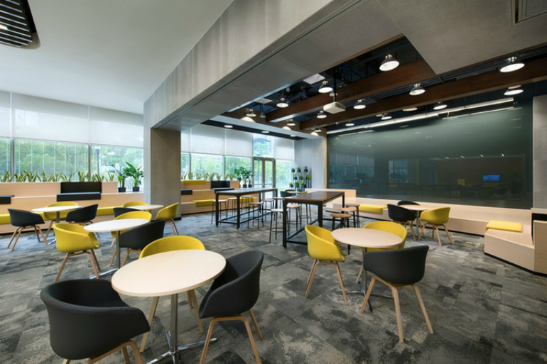 7 Modern Chairs In The World's Most Amazing Offices modern chairs 7 Modern Chairs In The World's Most Amazing Offices Microsoft Offices by PDM International Suzhou China11