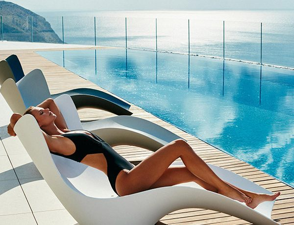 Modern Outdoor Lounge Chairs That Invite You to Sit Down and Enjoy Summer