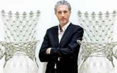 5 Modern Chair Ideas by Marcel Wanders 5 Modern Chair Ideas by Marcel Wanders Dutch designer Marcel Wanders poses between two of his Knotted Chairs 240x150