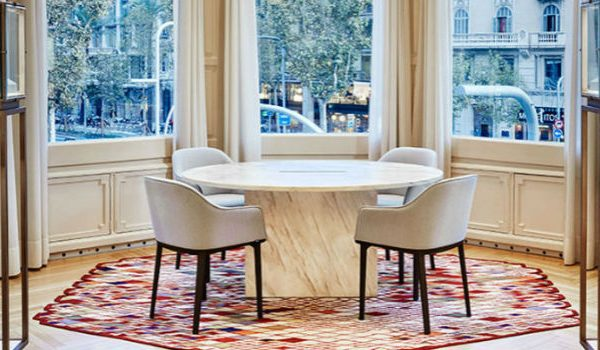 Nani Marquina Shows How To Set Contemporary Rugs With Modern Chairs modern chairs Nani Marquina Shows How To Set Contemporary Rugs With Modern Chairs Nani Marquina Shows How To Set Contemporary Rugs With Modern Chairs  600x350