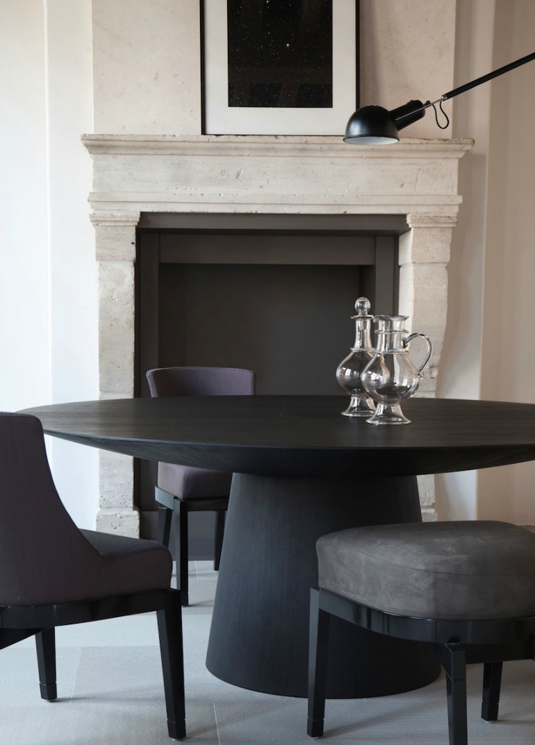 How To Match Dining Chairs With A Designer Table dining chairs How To Match Dining Chairs With A Designer Table 10 Gorgeous Black Dining Tables for Your Modern Dining Room 4