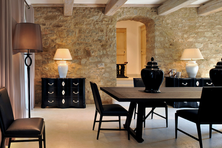 How To Match Dining Chairs With A Designer Table dining chairs How To Match Dining Chairs With A Designer Table 10 Gorgeous Black Dining Tables for Your Modern Dining Room 5